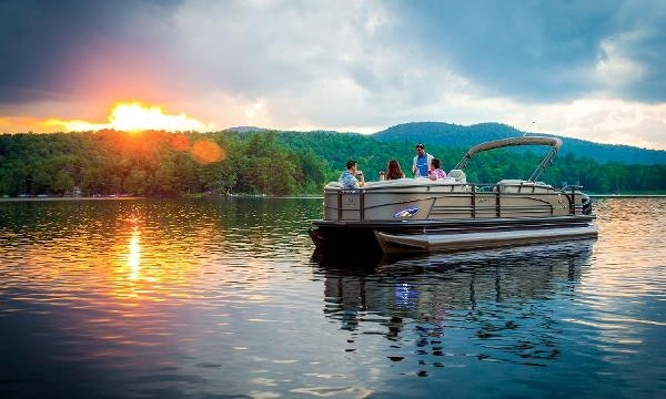 Rent  Crest Xrs Pontoon Boat In Traverse City Getmyboat