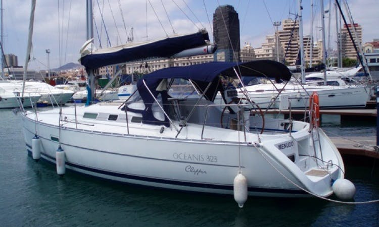 Charter Menudo Oceanis 323 in Canary Islands