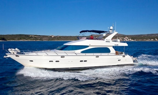 Charter 72' Yaretti Motored Yacht For 6 People In Split