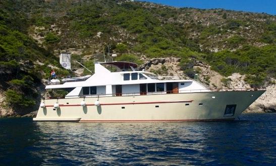 Charter Luxury Yacht For 12 Passengers In Split, Croatia