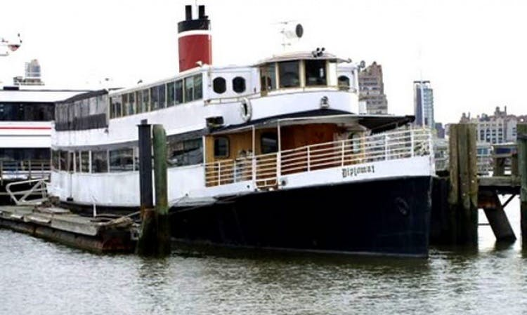 "Enjoy the ""Diplomat"" Party Boat on the New York Harbor"