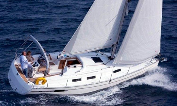 Charter Bavaria 32 Cruiser Sailboat in Italy