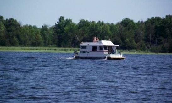 40' Flybridge Houseboat Rental In Smiths Falls, Canada