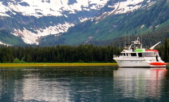 72ft Hatteras Luxury Motoryacht Charter In Petersburg, Alaska
