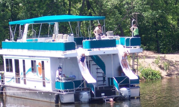 18' x 60' Five Stateroom Houseboat Rental