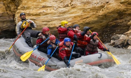 18 Ft Guided Rafting For 6-10 People