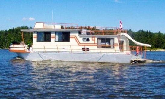 48' Houseboat Rental In Ontario, Canada For 7 Person
