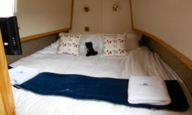Narrowboat Hire, Columbina 6 Berth 55ft