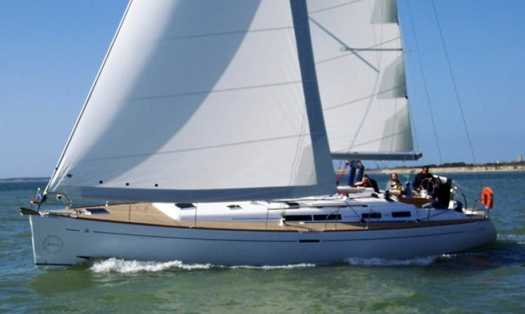 Charter 8 People Dufour 455 Sailboat in Tuscany