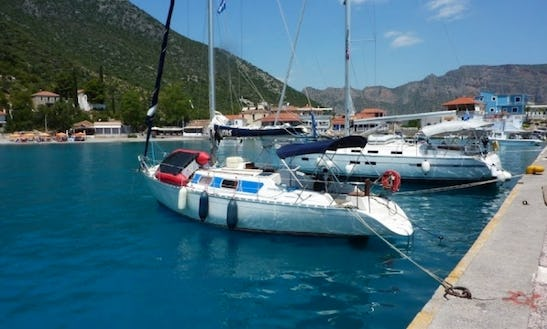 Dromor Discovery 3000 Plus Charter Athens, Greece