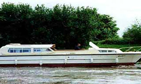 34' Cruiser Boat Hire On River Thames