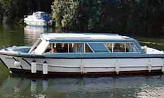 Book an Amazing 4 Berth Canal Boat on River Thames, UK