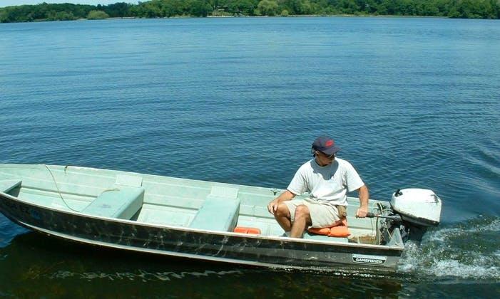 14' Lund Bass Boat Rental in Curtis