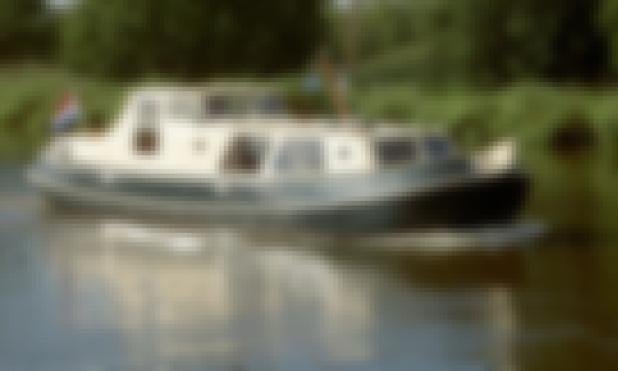 Canal Boat for 8 Person Available to Charter in Haskerdijken, Netherlands