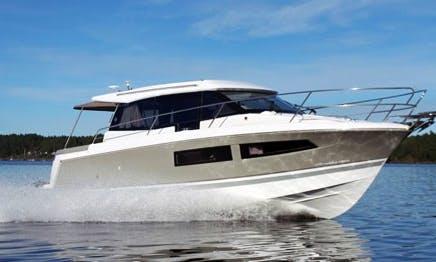 Jeanneau NC9 Motor Yacht Rental in Waren (Müritz)
