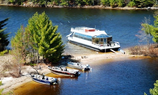 550 Voyagaire With Hot Tub Rental In Crane Lake