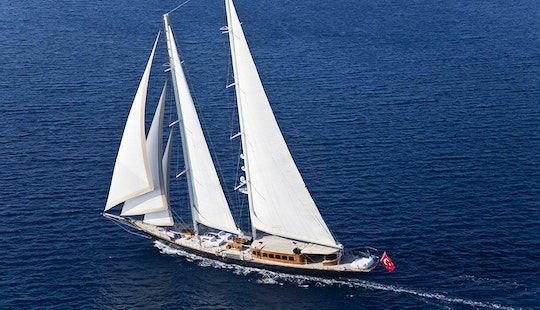 Sailing Mega Yacht In Mugla