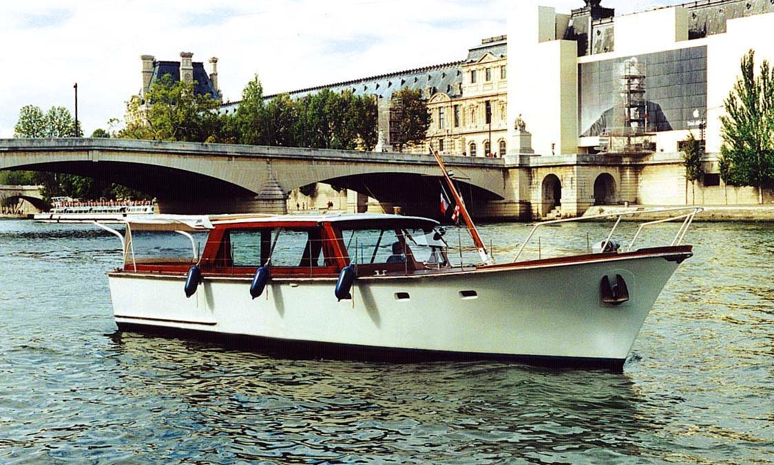 Motor Yacht Charter in Paris, France