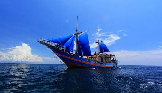 Motor Yacht Rental In Mataram