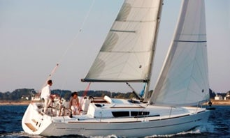 """Charter 33ft """"Pluton Planet"""" Sailboat in Virginia, Italy"""