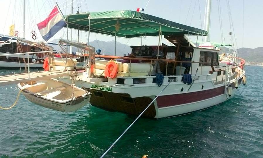 Charter Flipper Departing From Marmaris