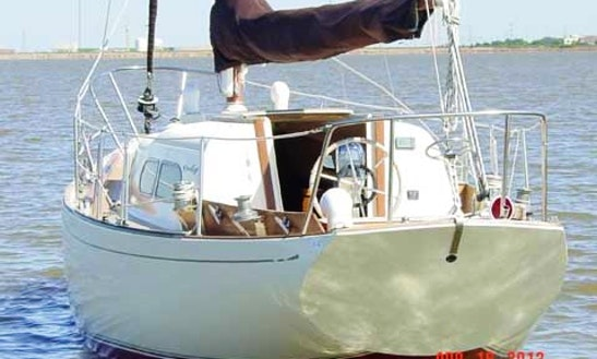 32' Chris Craft Cherokee Sailing Instruction In Sterling