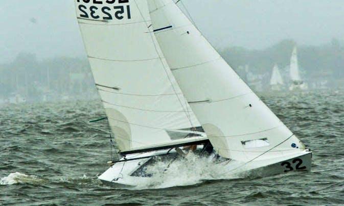 19' Lightning Sloop Sailing Instruction in Sterling