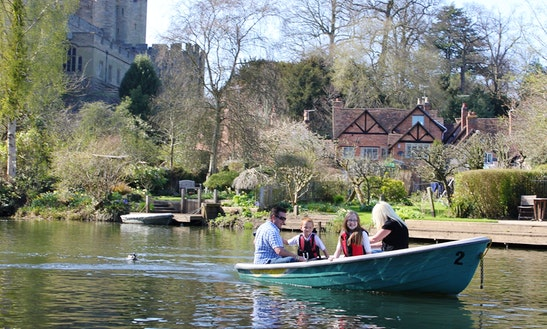 Electric Motor Boat Hire In Warwick