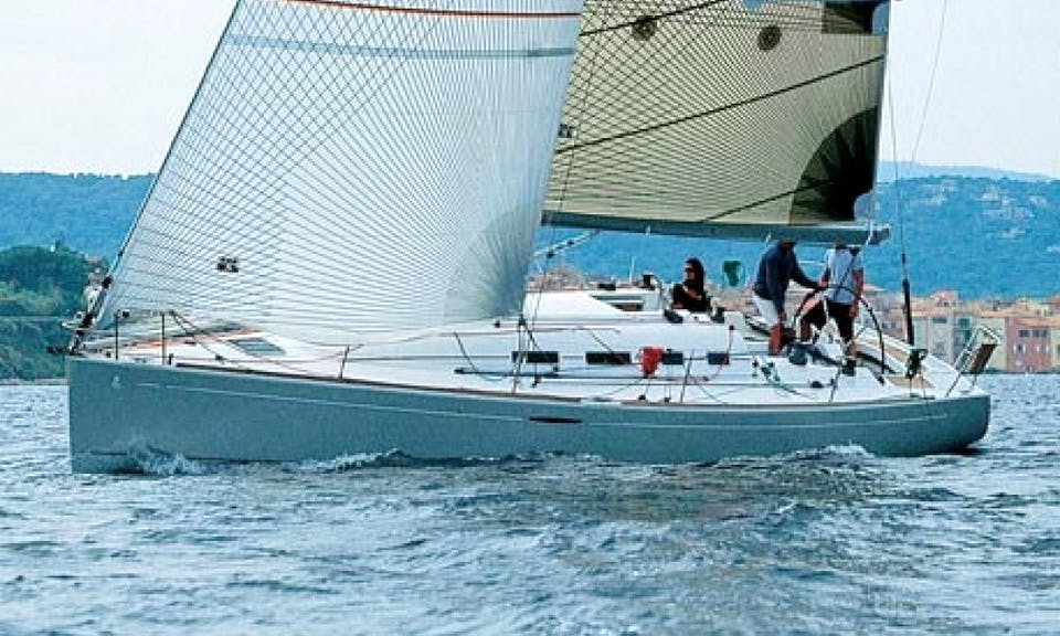 Charter 40' Cruising Monohull Beneteau 40.7 in Hamble-le-Rice, United Kingdom