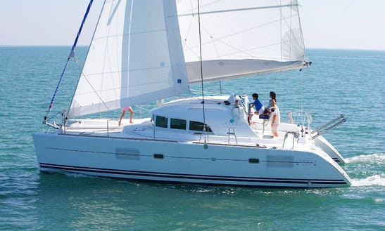 Charter Luxury  Lagoon 380 In Alimos