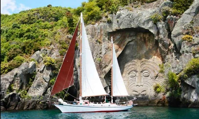 """48' """"Sail Fearless"""" Charter in Taupo"""
