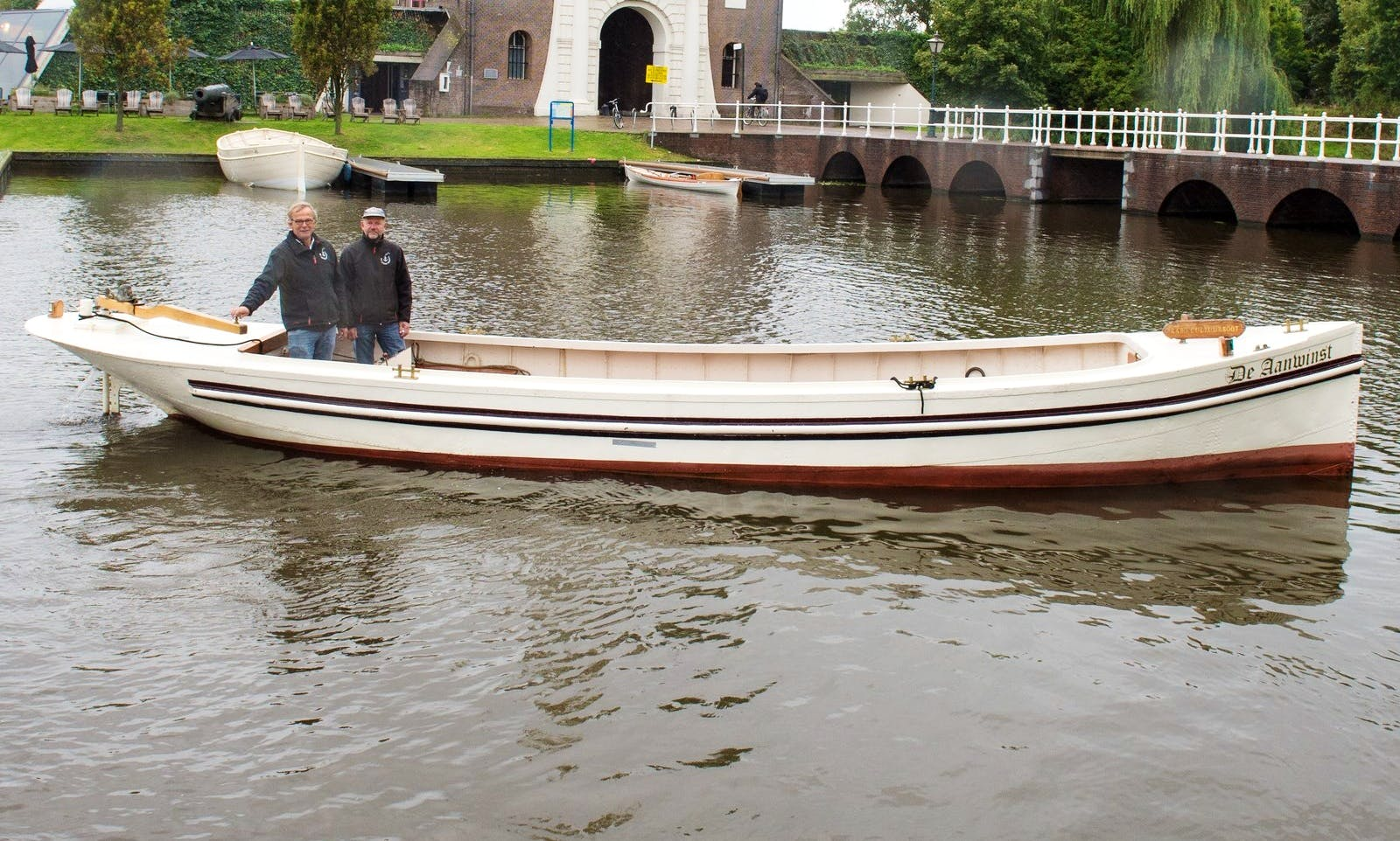 Aanwinst Canal Boat Charter in Leiden, South Holland