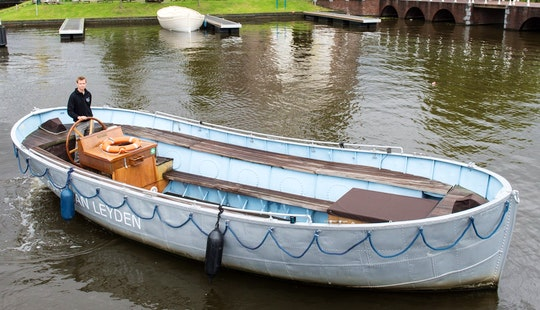 Spacious Canal Boat With Music System Ready To Book In Leiden, Netherlands