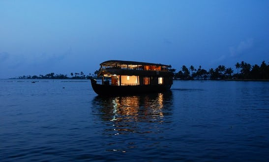 Houseboat Private Tour In Kerala Backwaters