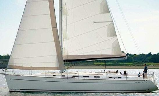 Oceanis 423 Charter Cruising Monohull In Genova