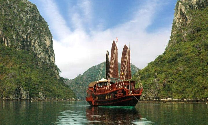 "Cruise on the luxurious ""Red Dragon Junk"""