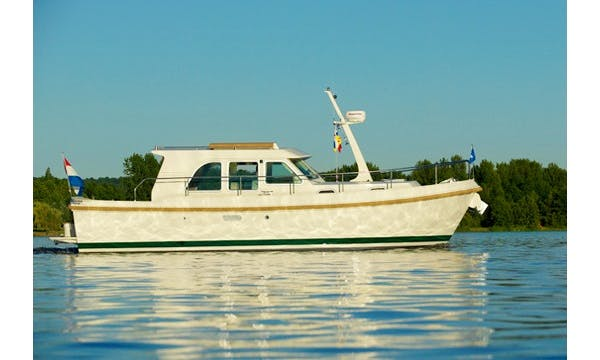 Linssen 29.9 Sedan Canal Boat Charter