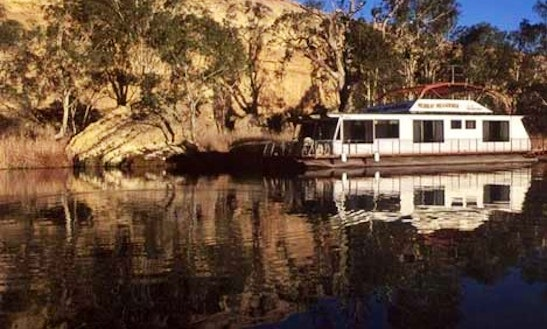 Murray Meanderer Houseboat Hire In Magill