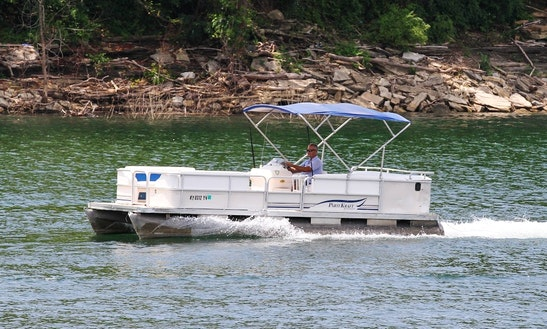 20' Pontoon Boat Rental In Hiawassee