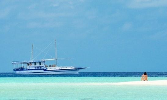 76' Motor Yacht Charter In Malé, Maldives