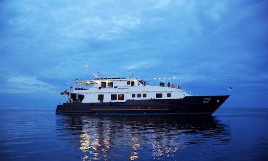 Charter Motor Yacht Mv Panunee In Tambon Sala Dan