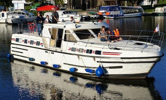 Adonis Tarpon 42' Trawler Charter In Vitry-laché