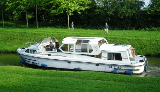 Goeland Jamaica 40' Canal Boat Charter In Vitry-laché