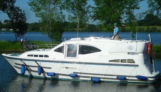 Phenix 34' Trawler Charter In Vitry-laché