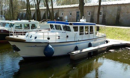 Pedro Donky 37(sunny) Motor Yacht Rental In Germany Müritz