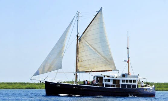 Charter ANNE JUDITH II  Sloop Hire in North Jakarta