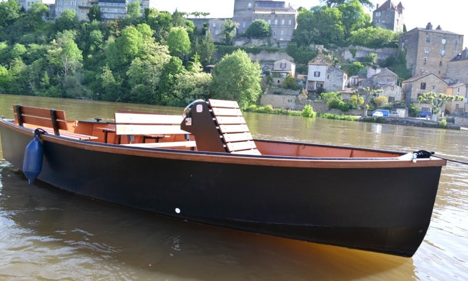 Rent and Ride this Electric Boat in Puy-l'Évêque