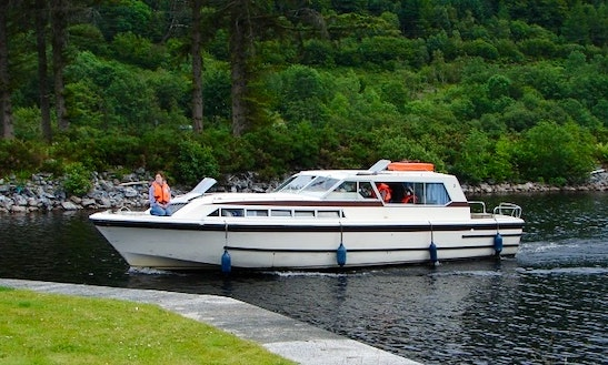 Motor Cruiser Osprey Hire In Scotland