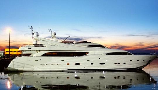 Luxury Mega Yacht Ferretti Hire In Dénia