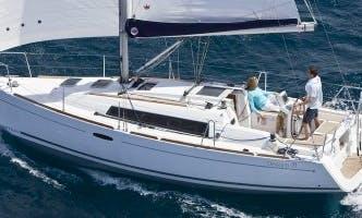 32ft Beneteau Oceanis Cruising Monohull Boat Rental in Barcelona, Spain